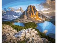 Озеро у подножья горы
