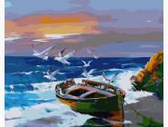 Чайки над лодкой