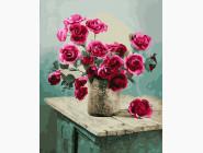 Букет роз на комоде