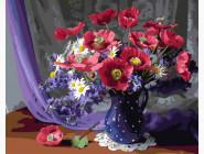 Букет маков в синей вазе