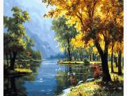 Пейзаж и природа Река в осеннем лесу