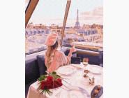 Девушка на телебашне в Париже