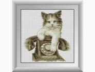 Котенок с телефоном