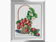 Натюрморт, фрукты и овощи Корзина с клубникой