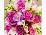 Цветы и букеты Розы и фрезии (ME20095)