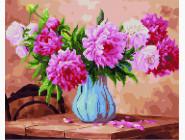 Пионы в голубой вазе