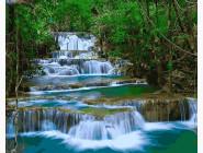 Водопад в зелени