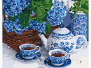 Чаепитие с голубым сервизом