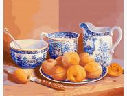Натюрморт с абрикосами и старинным сервизом